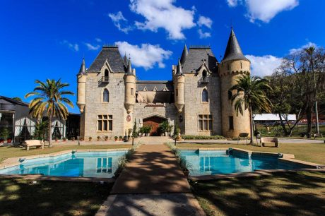 Castelo-de-Itaipava-home